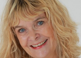 Reikimester Healer og Coach Esther Økær